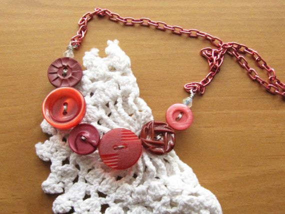 Vintage Button Necklace, Pretty Pinks and Reds Colors