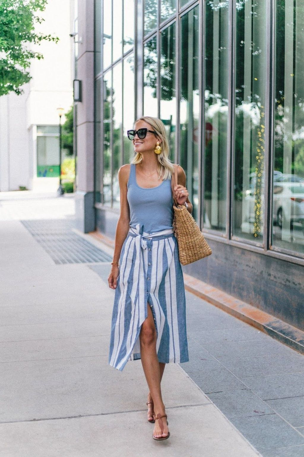 48 Wonderful Midi Skirt Outfit Ideas For Spring And Summer 2018 Addicfashion Midi Skirt Outfit Beach Outfit Women Spring Dresses Casual [ 1537 x 1024 Pixel ]