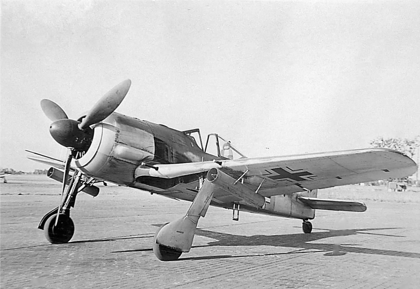 FW 190 A-4 R6 with WR 21 under the wings