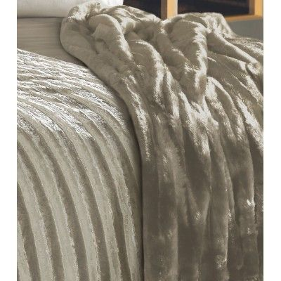 Luxurious Faux Fur throws by @kylieminogue #womaninbiz #darlobiz #DesignerBedding www.thecurtainbar.com
