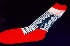 Knit Some Christmas Kitsch! from the Internet Archive's Wayback Machine – 22 free patterns
