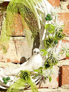 Wreath with white bird