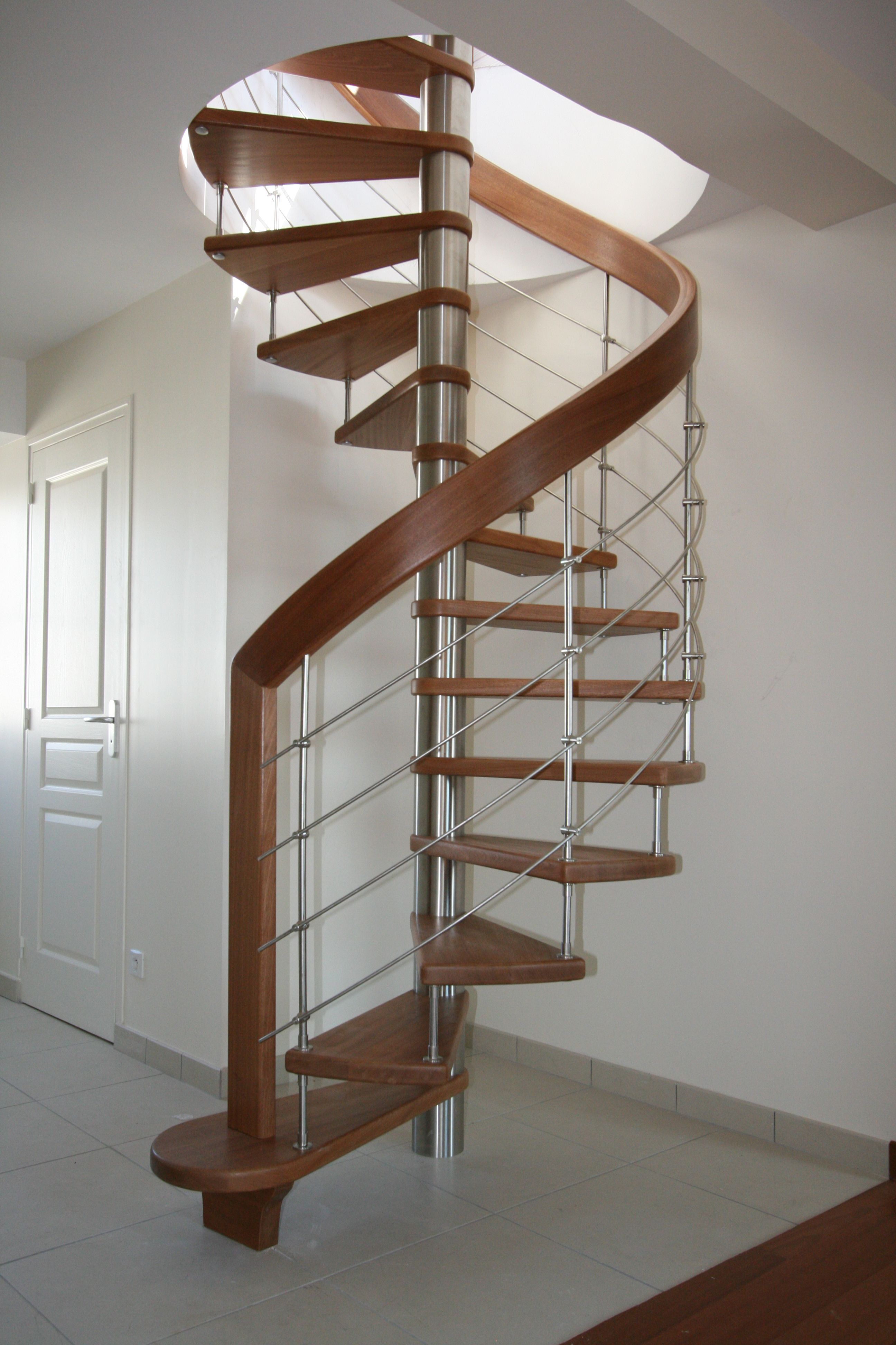 Passion Bois dedans passion bois vous présente sa gamme #escalier #courbe et