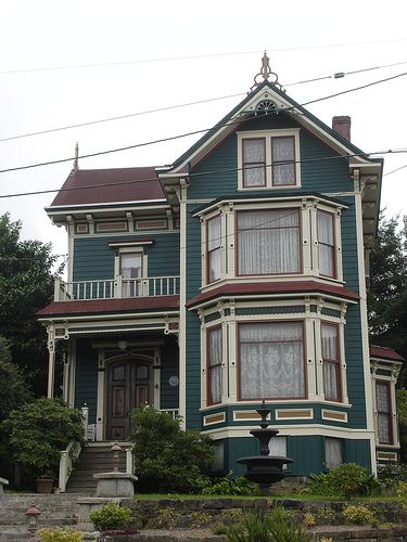 This is a great example of a really good paint job on a Victorian