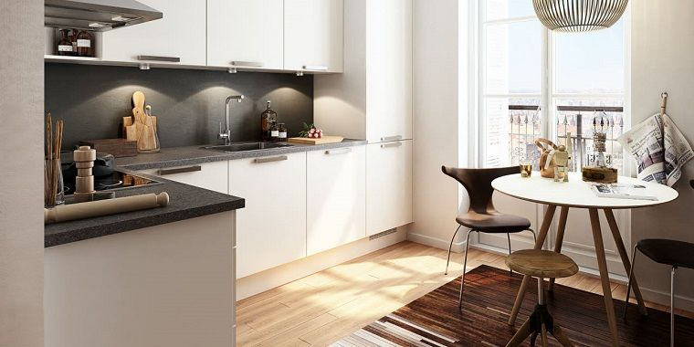 Cucina angolare con ante di colore bianco e top in marmo grigio ...