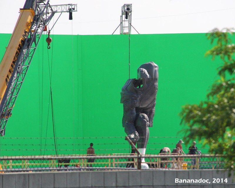 New BATMAN V SUPERMAN Scene Details Explain Superman Statue + More LexCorp Set Photos