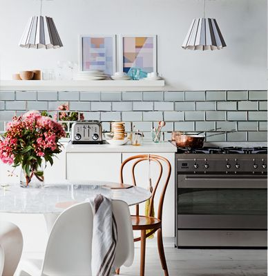 Modern glam - mirrored tiles in the kitchen