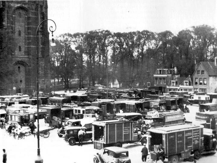 Markt aan de voet van de oldehove