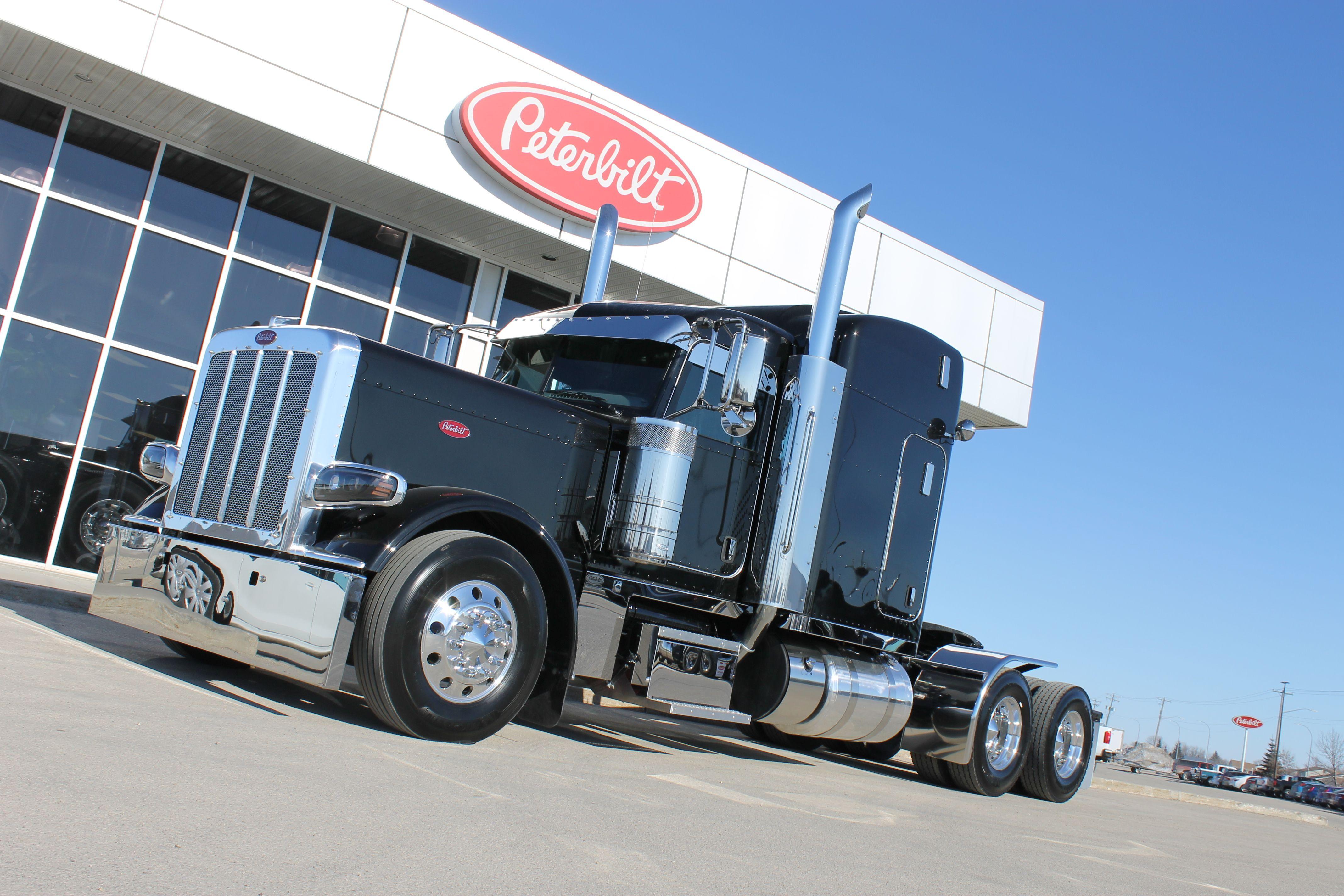 Black 2018 peterbilt 389 truck