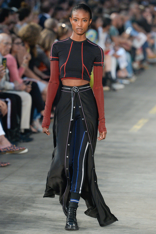 7d596c5571ecc Diesel Black Gold Spring 2018 Menswear Collection Photos - Vogue Moda 2018, Moda  Infantil Feminina