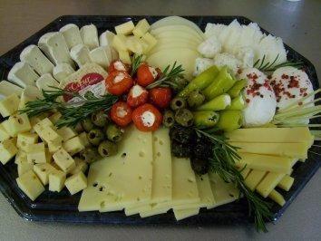 Mediterranean cheese platter - recipe Mediterranean cheese platter - recipe