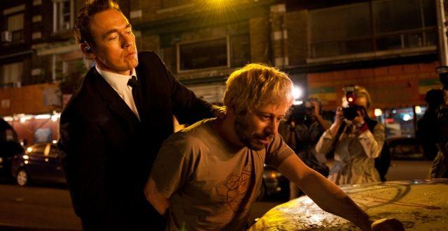 Cosmopolis / David Cronenberg (2012) Espace Cinéma : F CRO C  Dans un New York en ébullition, Erick Packer, golden boy de la haute finance, s'engouffre dans sa limousine blanche. Il n'a qu'une obsession : se rendre à l'autre bout de la ville pour une coupe de cheveux. Le chaos s'installe.   Mathieu Amalric est Andre Petrescu.