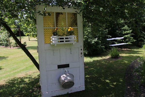Alte Tür Mit Blumen Im Garten / Old Door With Planter..in The Garden