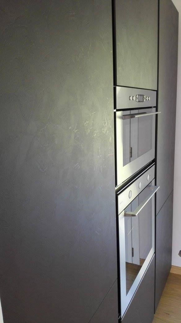 Cucina Oriente effetto cemento Brulè con gola e zoccolo brunito realizzata a Cordignano
