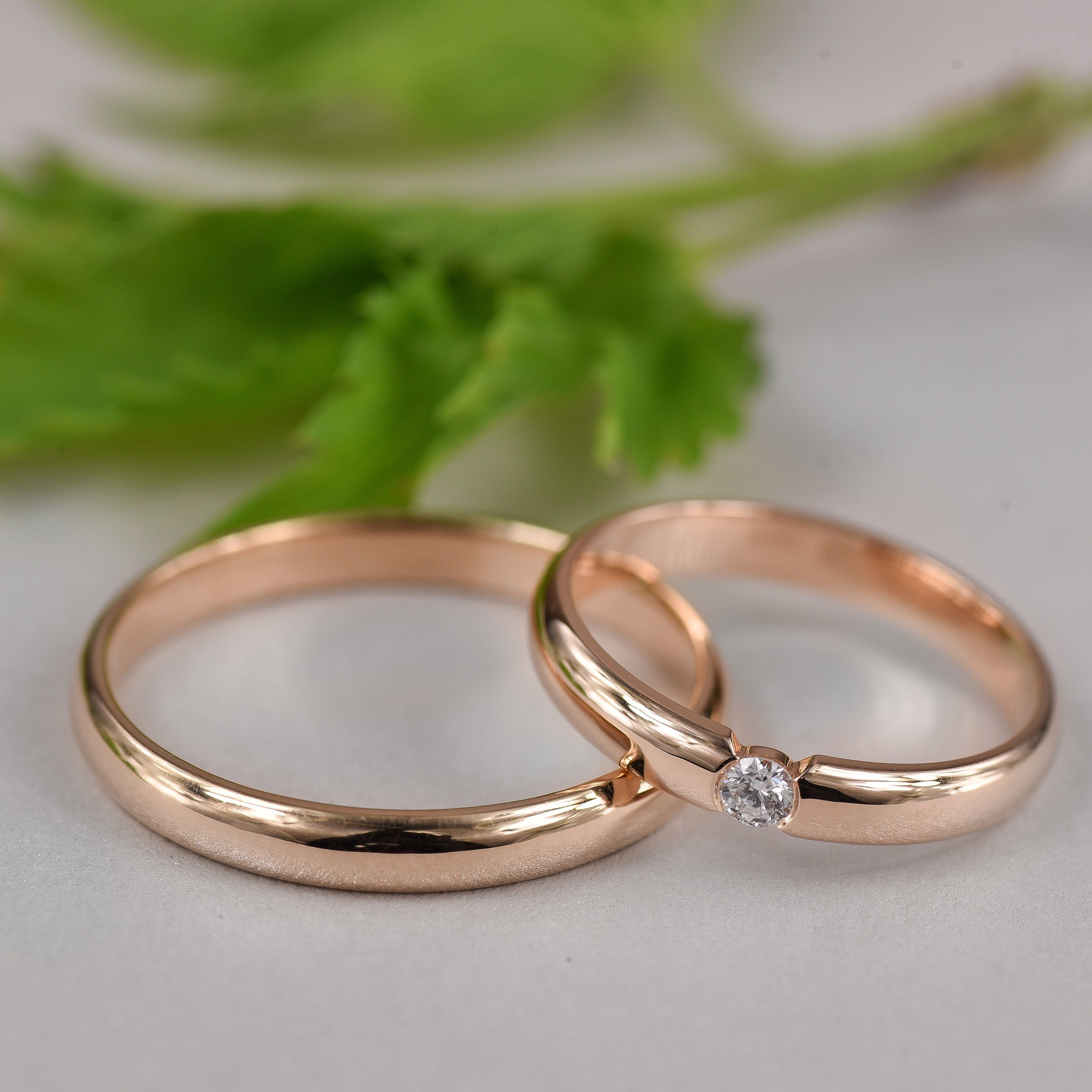 This is a picture of His and Hers Wedding Rings, His and Her Promise Rings For Couples