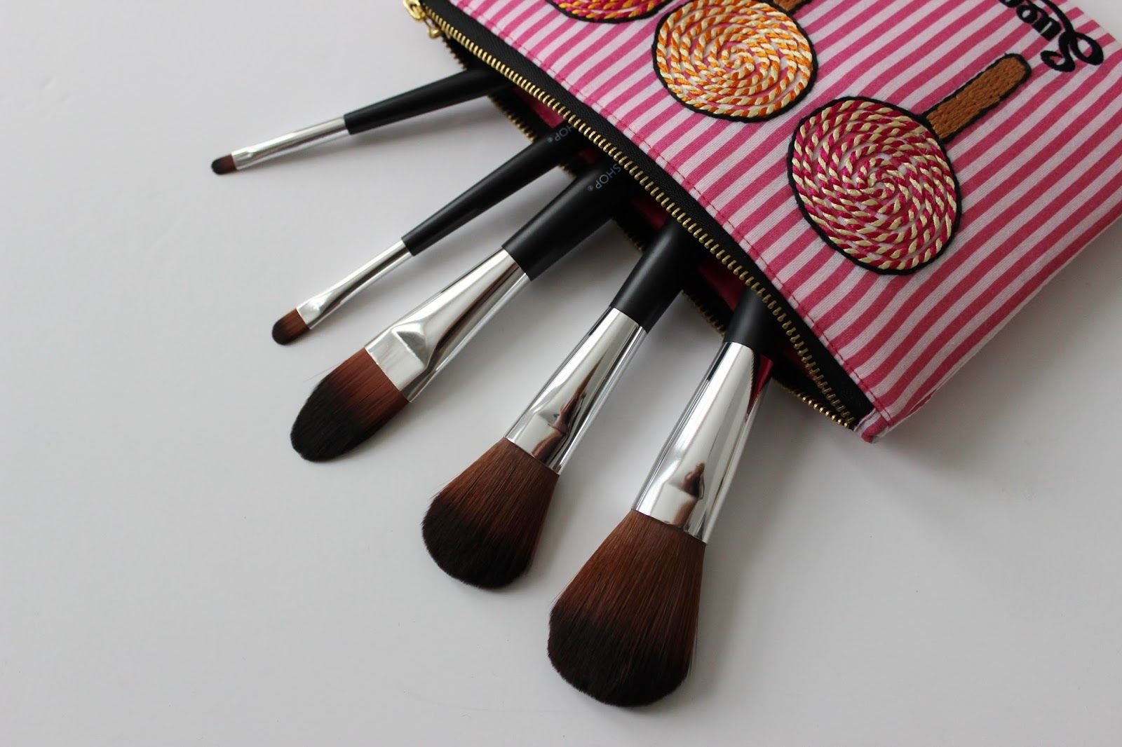 The Body Shop make up brushes Pale face, Beauty blog