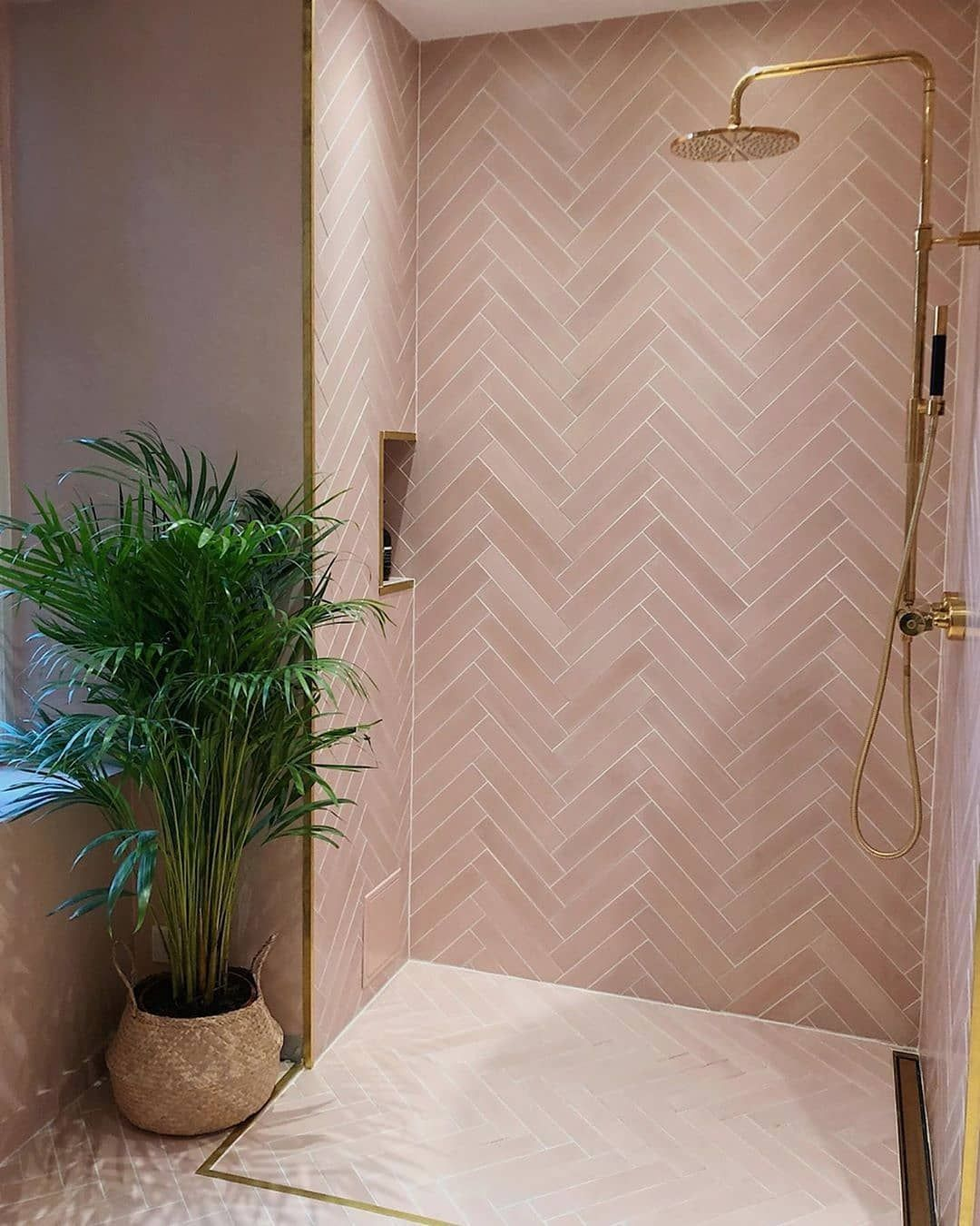 Marokk On Instagram Beautifule Pale Pink Bathroom By Idasogaard With Fine Details Herringbone Concrete Tiles In The In 2020 Bathroom Decor House Interior Interior