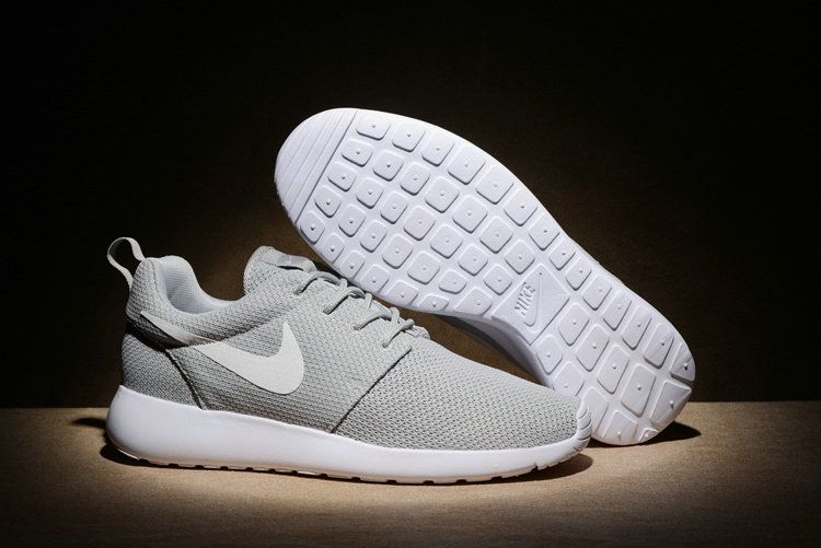 official photos acfc2 ce0ae Chaussures de sport Nike Roshe Run One Mens Shoes 11 Youth Big Boys Shoes