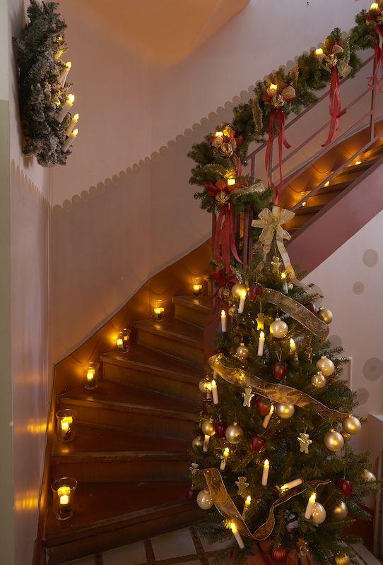 d co de noel habillez votre escalier pour la f te bougie led bloo lands noel pinterest. Black Bedroom Furniture Sets. Home Design Ideas