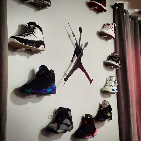 Air Jordan Wall Clock (IG@deceptikhan81)   Shoe wall, Shoe ...