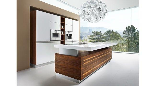 Die kochinsel der k7 küche von team 7 zeichnet sich durch ihre höhenverstellbare arbeitsplatte aus