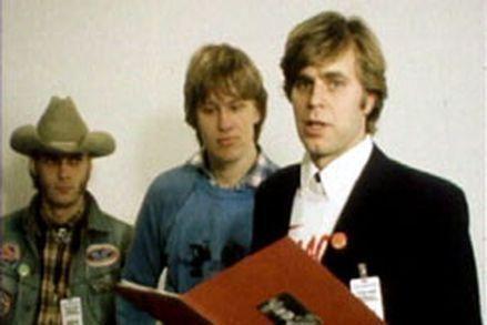 Vuonna 1980 Mato Valtonen luovutti kansanedustajille adressin, jossa vaadittiin keskiolutta R-kioskeihin. Vaatimuksen totetutumista pidettiin vain kuvitelmana.