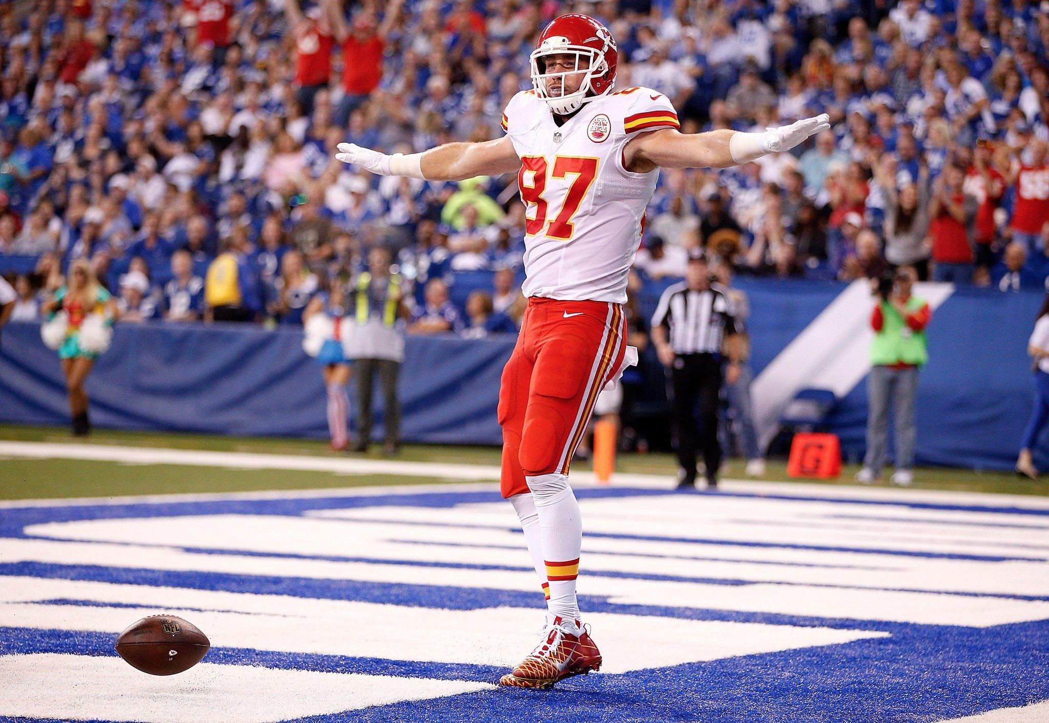 Pin By E V A On Chiefs In 2020 Nfl Football College Football