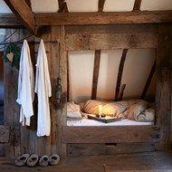 Small & Cosy Rustic Bedroom