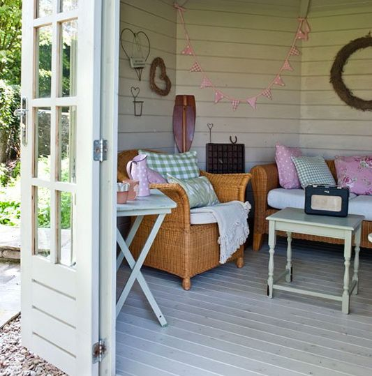 Style of summerhouse ideas for garden home interior for Summer decorations for the home