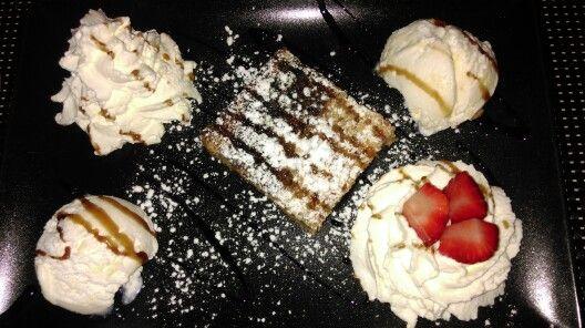 #Postre  Pudin ,nata y helado de vainilla