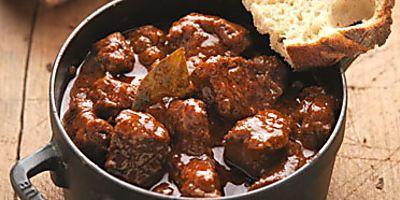 Ungarisches Gulasch Mit Paprika Und Majoran Rezept Rezepte Essen Und Trinken Und Lafer Rezepte