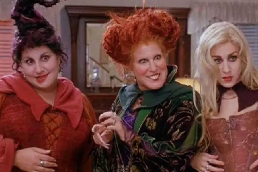 Calling All Hocus Pocus Fans A Sequel Is On The Way In 2020 Halloween Movies List Halloween Movies Movie List