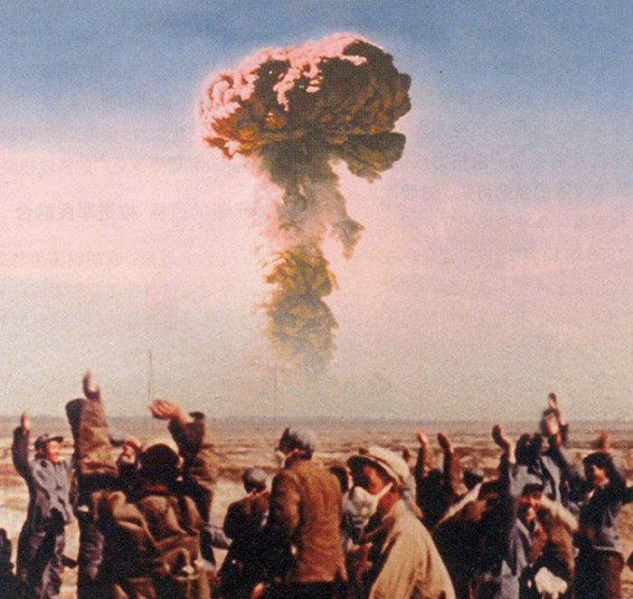 The People's Republic of China detonates its first successful atomic bomb on 16 October 1964. https://t.co/hX5Ymmy1rC