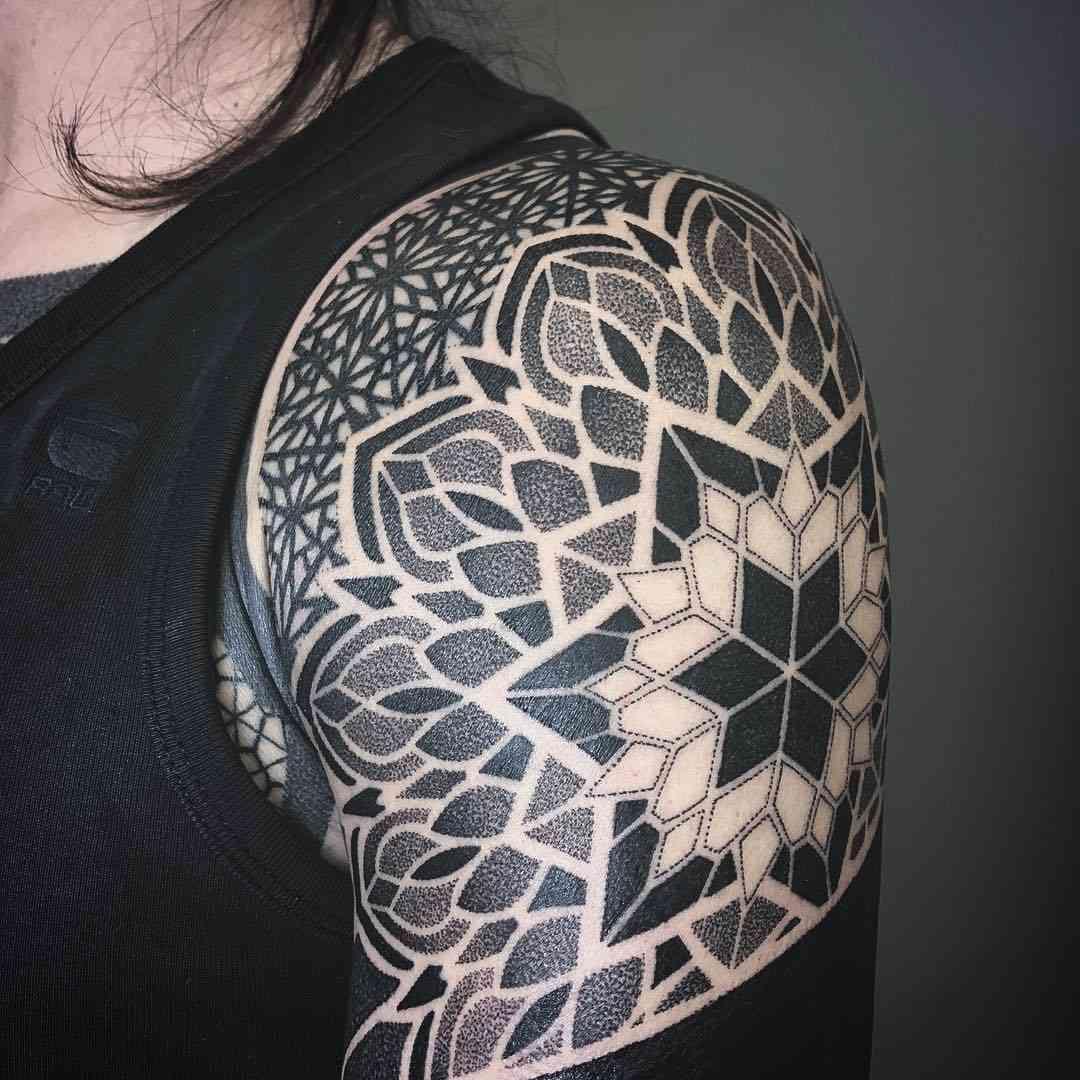 Effedots Tatuaje Mandala Oscuro En El Hombro Tatoo Para Hombres Tatuajes Mandalas Tapar Tatuajes