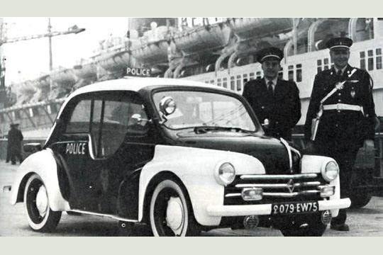 La Police Et Leur Modele Specifique De La 4cv Police Voiture De Police Francaise Renault