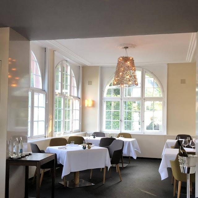 Bushcooks Kitchen Fine Dining In Basel Tanja Grandits Im Restaurant Stucki Tanja Grandits Bernaise Brot Und Butter