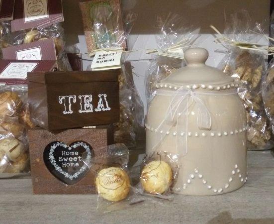 Tea time!  #tè #tea #break #relax #Amaretti #AmarettidellaValle #cookie #delicious