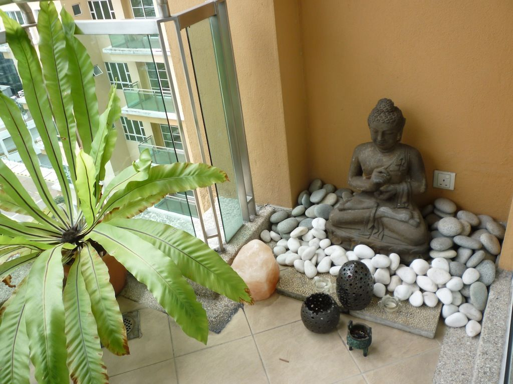 My little buddha garden on the balcony of my apartment for Balcony zen garden ideas