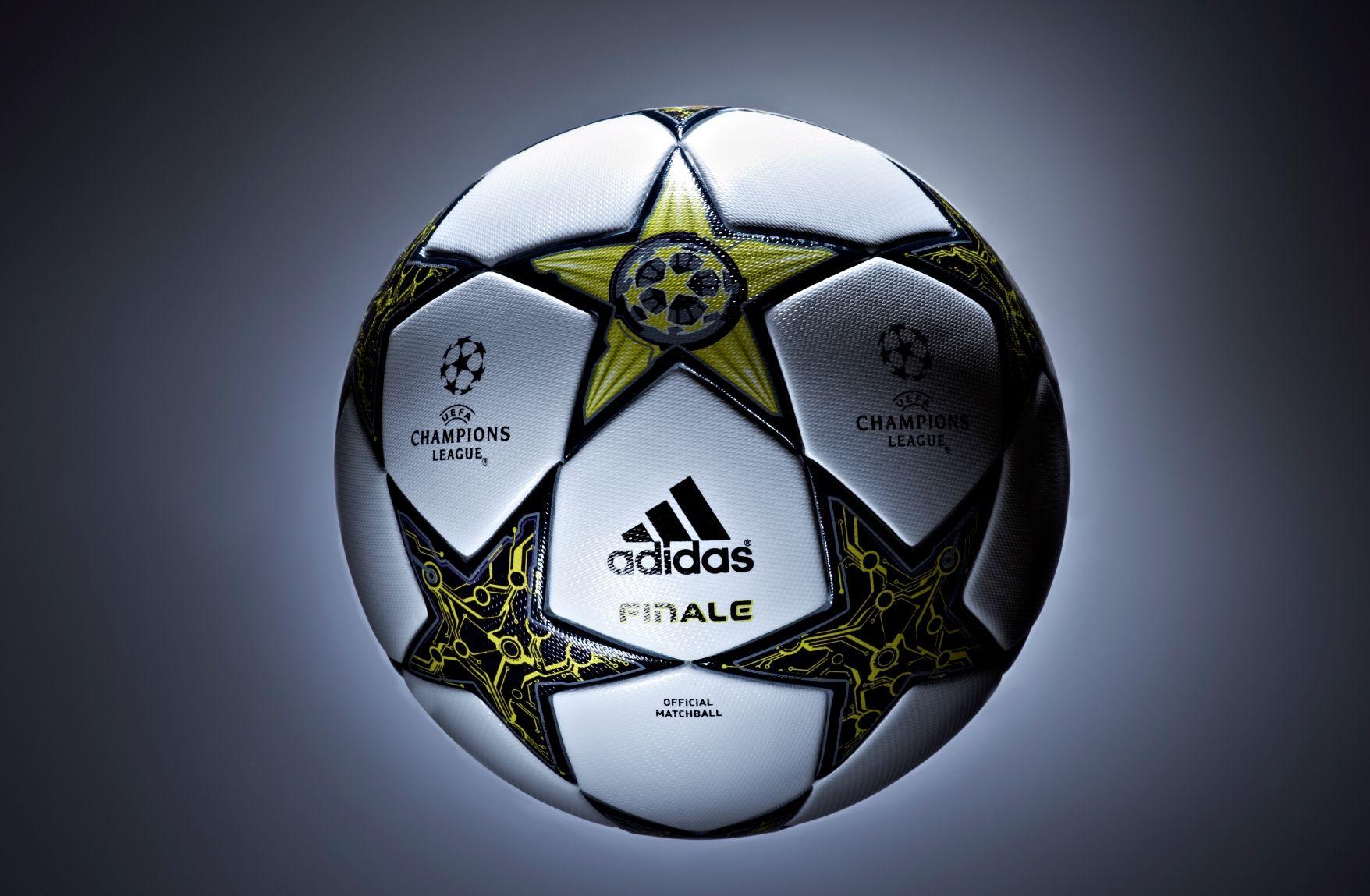اجمل فيديو تشاهده فى حياتك عن كرة القدم بعنوان مهارات اسطورية لأساطير كرة القدم Champions League Soccer League