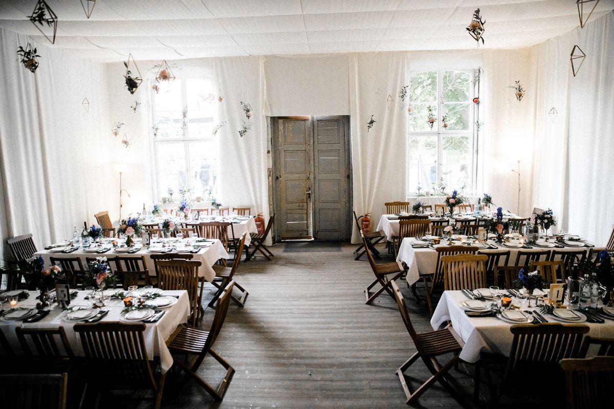 Tischdeko Modern Urban Und Rustikal Fur Hochzeit In Den Farben Blau