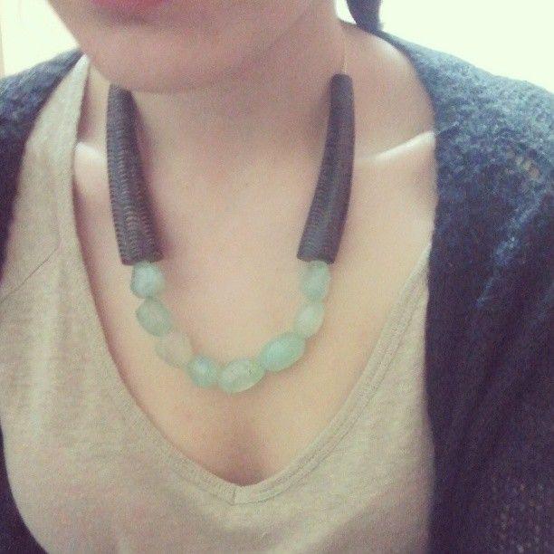 Maxi-collar con piedras aguamarina y piezas de madera by  Fish-t http://fish-t.com/coleccion-primavera/  #bisuteria #bisuteriahechaamano #handamde#maxicollar #collarxxl #joyeria #artesano #artesania