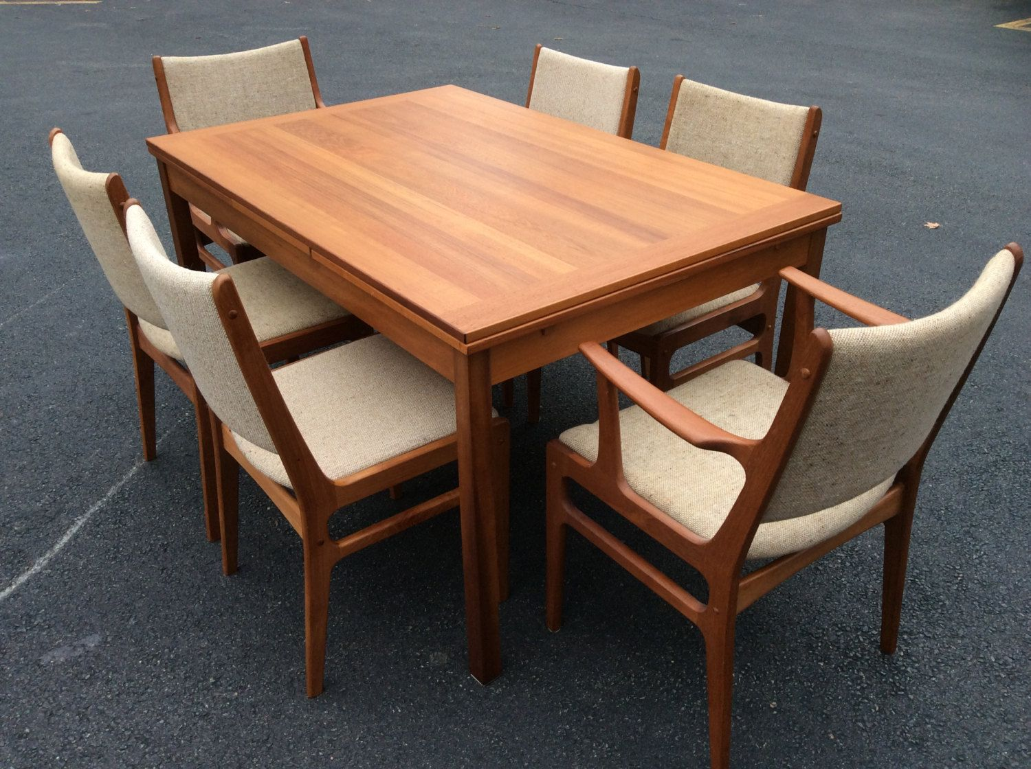 Mid Century Modern Teak Expanable Dining Table With Six Teak Chairs   Mid  Century Six D