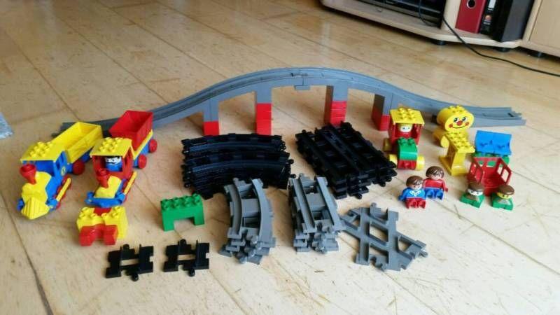 LEGO DUPLO EISENBAHN Schienen 6 X KURVEN KURVE GLEIS ALTES GRAU DUNKEL GRAU 2735
