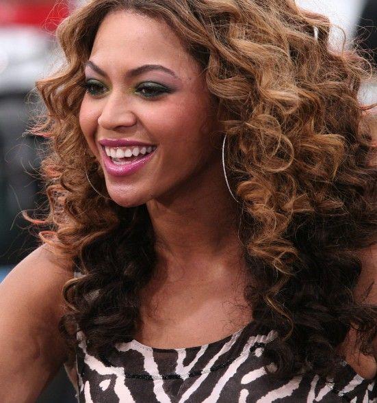 Beyonce Knowles Curly Ombre Frisur Trend Frisuren Short