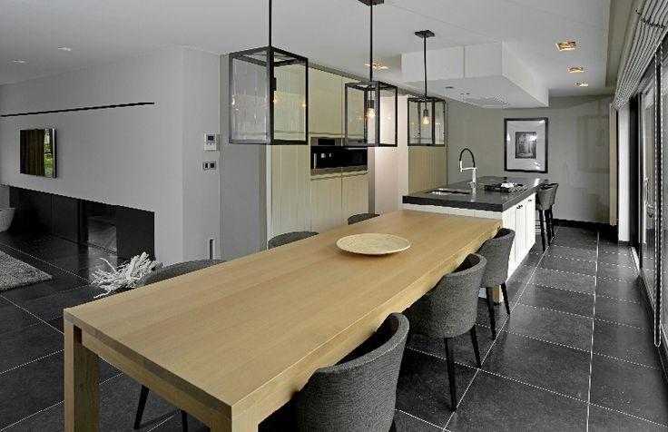Een kookeiland met tafel is prachtig in een grote open ruimtes bekijk de 13 voorbeelden van een - Grote keuken met kookeiland ...