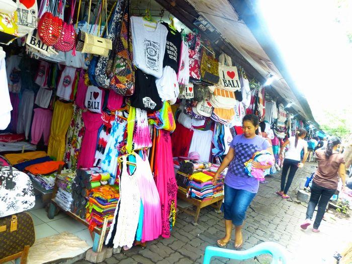Bali Tour of Cheap Shopping at Kuta and Legian Art Market .