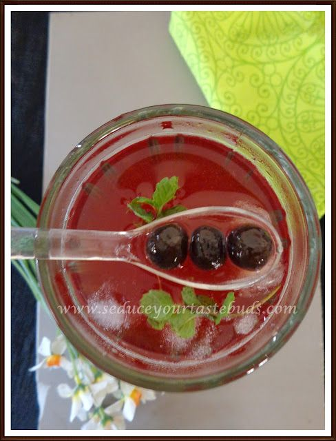 Iced Strawberry Bubble Tea - Seduce Your Tastebuds...
