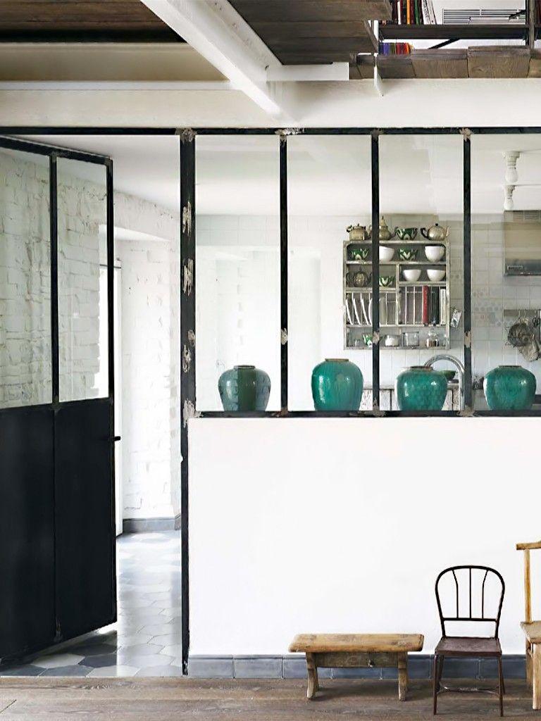 Cozinha Com Porta De Ferro E Vasos Verdes Interior Exterior