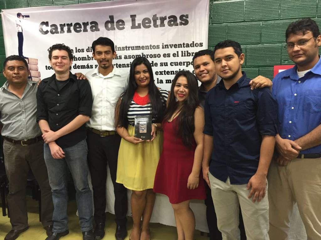 Honduras: Rinden tributo a Óscar Acosta en el Día del Idioma Español Danny Ortiz, Néstor Pérez, Xavier Panchamé, Elsy Moreno, Heiddy Martínez, David Venegas, Adoniz Madrid y Jorge Fajardo.