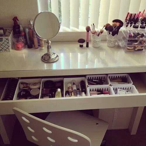 Pin By Juli Calderon On Hermoso Make Up Storage Beauty Room Vanity